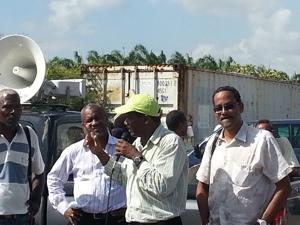 Blocage du port : les dockers et les portiqueurs apportent leur soutien aux marins-pêcheurs