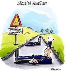 Il fonce à moto sur un gendarme...
