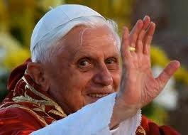 Le pape Benoît XVI jette l'éponge