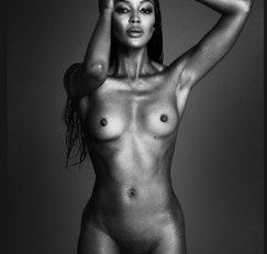 Mimi...Naomi mise sur la mise à nue