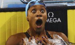 Elle termine un 100m brasse sans être contrôlée  par la police