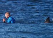 Attaqué par un requin ...Mike Fanning  a  eu chaud