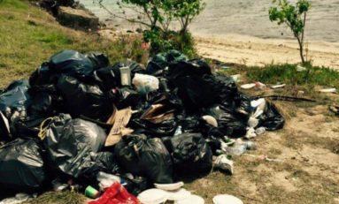 Sur le Tour de la Martinique des yoles rondes...les pollueurs ne sont pas des ordures