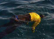 Cet homme qui flotte sur le ventre sans tuba, sans masque, n'est pas un apnéiste qui s'apprête à pêcher des langoustes