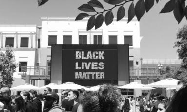 """Facebook vient de mettre un immense signe """"Black Lives Matter"""" devant son QG."""