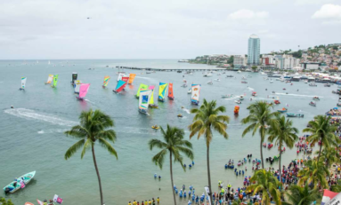 L'image du jour [01/08/16] Tour de la #Martinique des yoles rondes