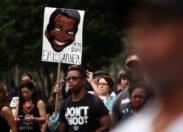 Le policier qui a tué Eric Garner a été augmenté plusieurs fois. WTF.