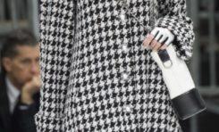 Chanel : Le chic parisien se projette à travers une collection aux accents futuristes. Et l'esprit du tailleur tweed légendaire prend son envol dans une dimension intersidérale !