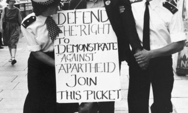1984. Interdit de manifester contre l'apartheid à Londres.