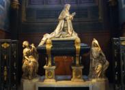 Le tombeau de Colbert le père du Code Noir se trouve en plein Paris à l'église Saint Eustache