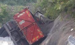 Un camion fait une étonnante  sortie de route à Case-Pilote en Martinique