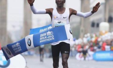 Le Kényan Eliud Kipchoge bat le record du monde du marathon