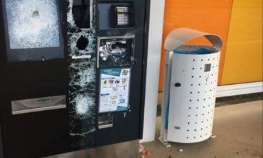 Alfred Marie-Jeanne vandalise un distributeur de tickets du TCSP en Martinique