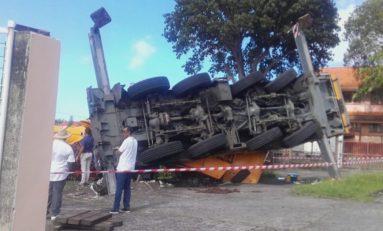 Une grue se renverse sur une école primaire aux Trois-îlets en Martinique