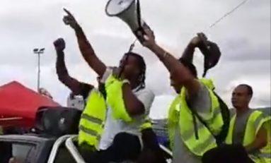 """Île de La Réunion : """"Politicien i bouge pas,nous blok  toute..."""""""
