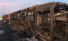 C'est noël en Martinique...les bus brûlent comme des bûches