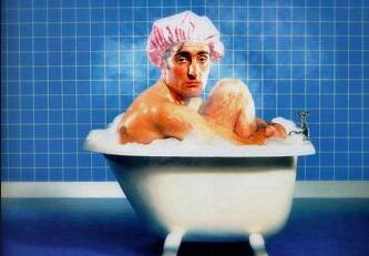 Le cul à l'air, tout nu dans mon bain, sirotant un alcool de moubin, je pense aux médecins cubains