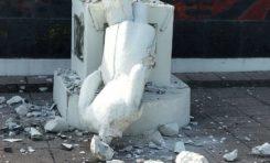 """Emmanuel Macron : """"la République ne déboulonnera aucune statue..."""""""