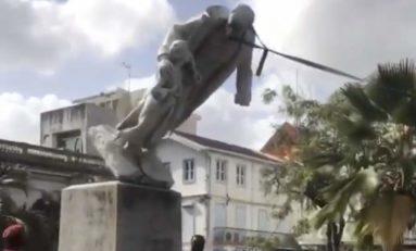 Live 22 mai. Deux statues de Victor Schoelcher ont été abolies à coups de masse. Vidéos.