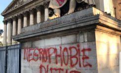 La statue de Jean-Baptiste Colbert le père du Code Noir a été taguée devant l'Assemblée nationale à Paris