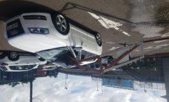 Martinique : une barrière empale une Audi sur le parking en face de la Galleria