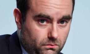La justice française va t-elle prendre le ministre des outre-mer par les cornes ?