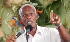 """Garcin Malsa : """"Concernant les propos que j'ai tenu sur Bernard Hayot le maître de la Martinique...je persiste et je signe"""""""